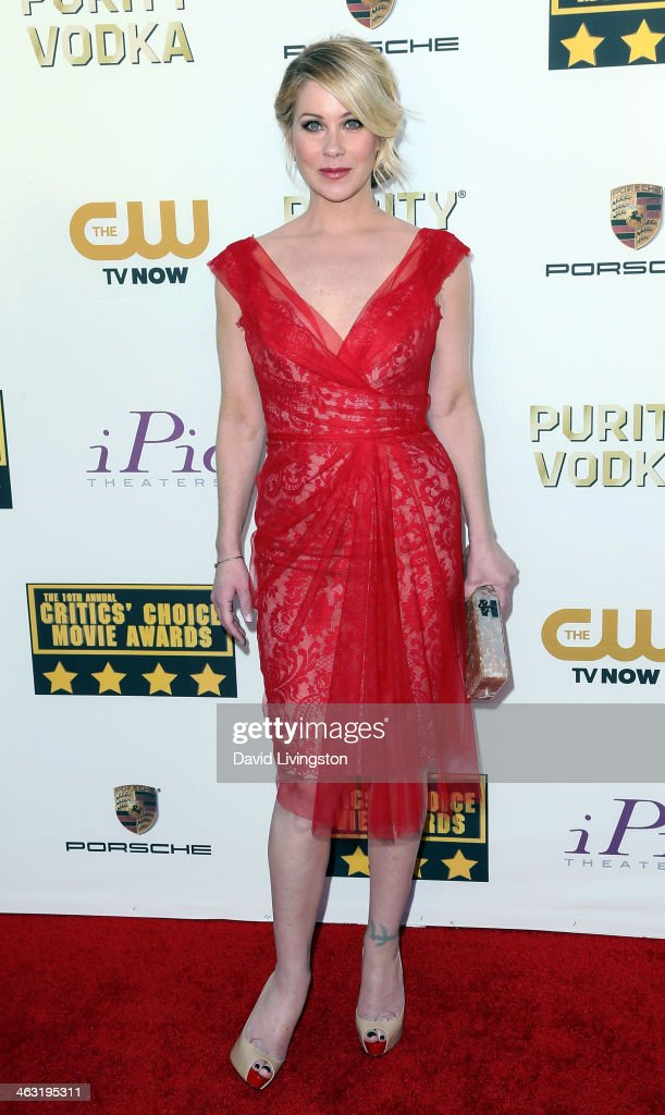 Actress <a gi-track='captionPersonalityLinkClicked' href=/galleries/search?phrase=Christina+Applegate&family=editorial&specificpeople=171273 ng-click='$event.stopPropagation()'>Christina Applegate</a> attends the 19th Annual Critics' Choice Movie Awards at Barker Hangar on January 16, 2014 in Santa Monica, California.