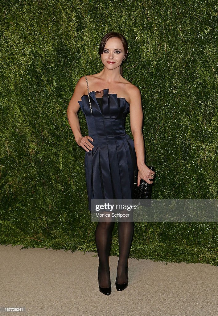 Actress <a gi-track='captionPersonalityLinkClicked' href=/galleries/search?phrase=Christina+Ricci&family=editorial&specificpeople=239510 ng-click='$event.stopPropagation()'>Christina Ricci</a> attends CFDA and Vogue 2013 Fashion Fund Finalists Celebration at Spring Studios on November 11, 2013 in New York City.Ê