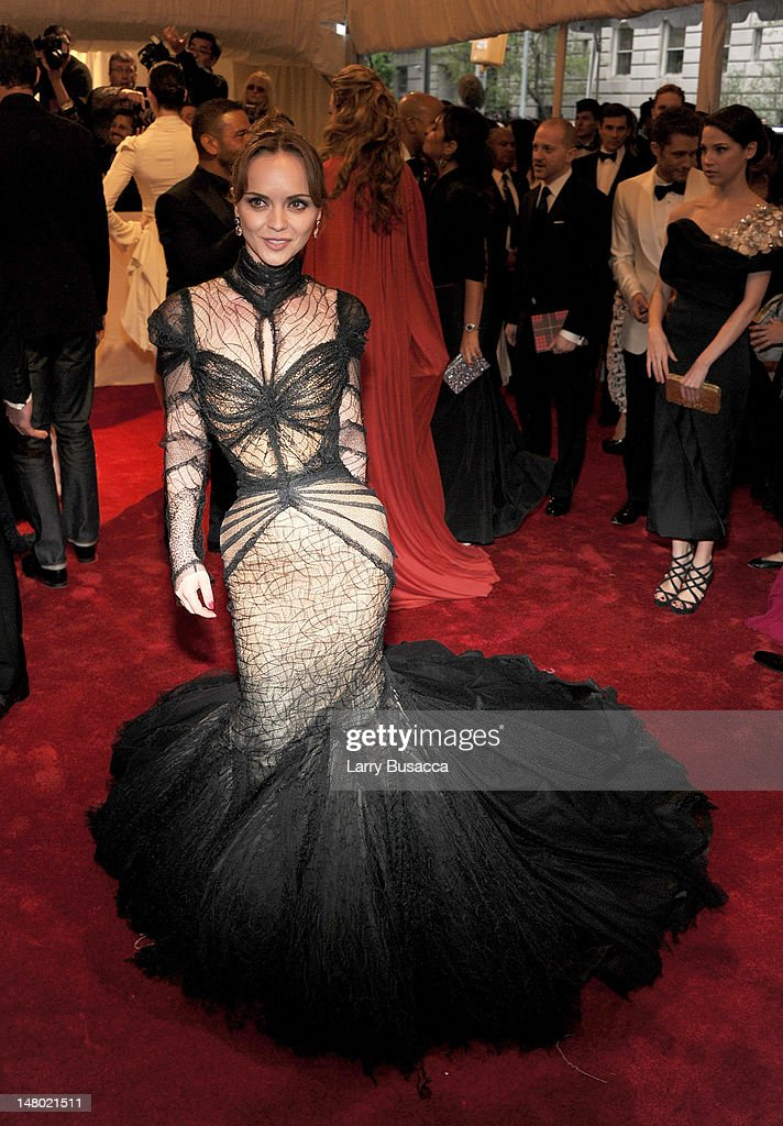 Actress <a gi-track='captionPersonalityLinkClicked' href=/galleries/search?phrase=Christina+Ricci&family=editorial&specificpeople=239510 ng-click='$event.stopPropagation()'>Christina Ricci</a> attends the 'Alexander McQueen: Savage Beauty' Costume Institute Gala at The Metropolitan Museum of Art on May 2, 2011 in New York City.