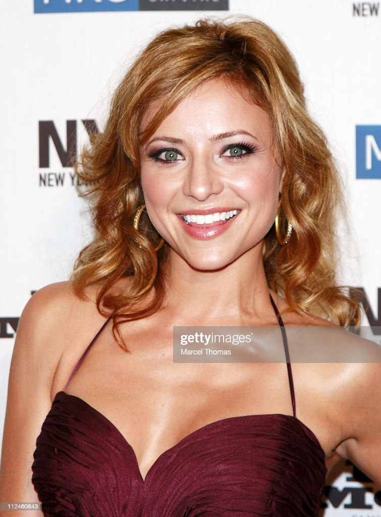 Actress Christine Lakin attends the CW's 'Easy Money' premiere during the 2008 New York Television Festival at New World Stages September 14 2008 in...
