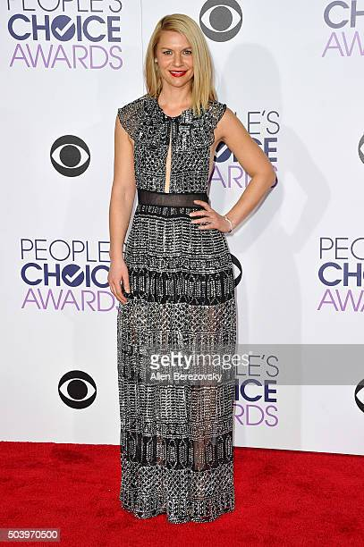 Actress Claire Danes arrives at the People's Choice Awards 2016 at Microsoft Theater on January 6 2016 in Los Angeles California