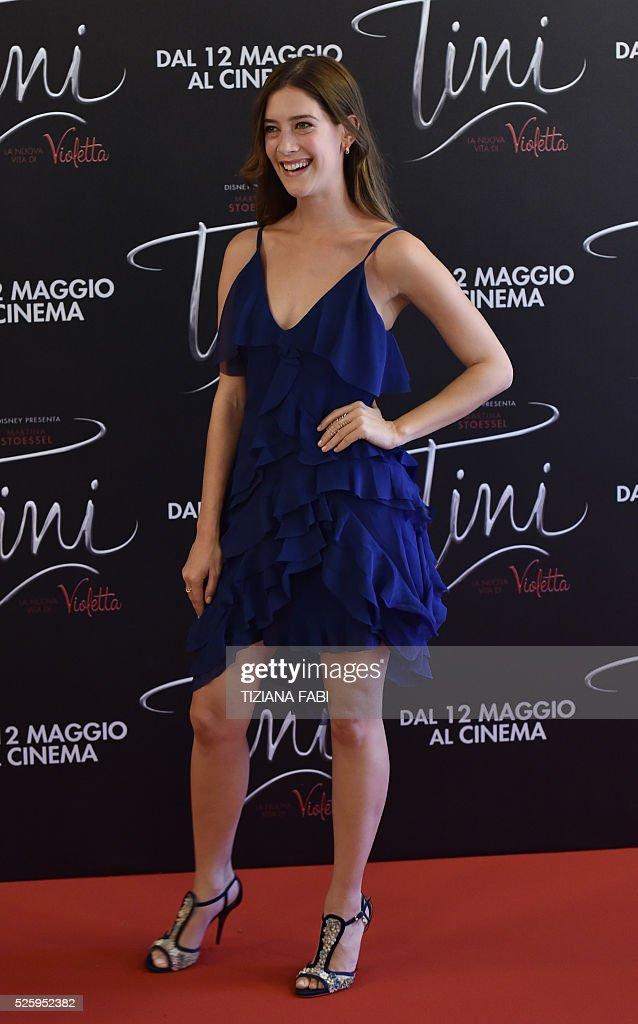 Actress Clara Alonso poses during a photocall of the movie Tini - La Nuova Vita Di Violetta (Tini - The New Life of Violetta), on april 29,2016 in Rome. / AFP / TIZIANA