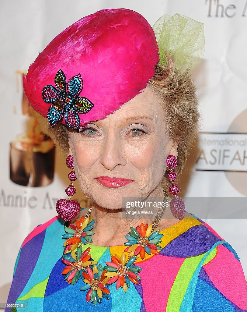 Actress <a gi-track='captionPersonalityLinkClicked' href=/galleries/search?phrase=Cloris+Leachman&family=editorial&specificpeople=204686 ng-click='$event.stopPropagation()'>Cloris Leachman</a> arrives at the 41st Annual Annie Awards at Royce Hall, UCLA on February 1, 2014 in Westwood, California.