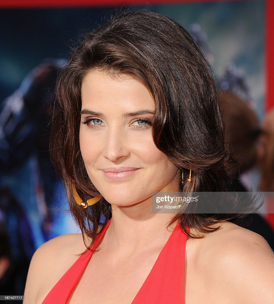 Actress Cobie Smulders arrives at the Los Angeles Premiere 'Iron Man 3' at the El Capitan Theatre on April 24, 2013 in Hollywood, California.