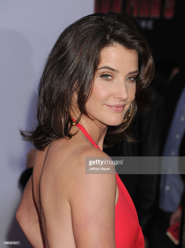 Actress <a gi-track='captionPersonalityLinkClicked' href=/galleries/search?phrase=Cobie+Smulders&family=editorial&specificpeople=739940 ng-click='$event.stopPropagation()'>Cobie Smulders</a> arrives at the Los Angeles Premiere of 'Iron Man 3' at the El Capitan Theatre on April 24, 2013 in Hollywood, California.