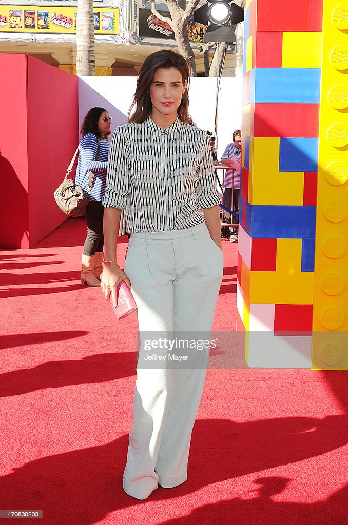 Actress <a gi-track='captionPersonalityLinkClicked' href=/galleries/search?phrase=Cobie+Smulders&family=editorial&specificpeople=739940 ng-click='$event.stopPropagation()'>Cobie Smulders</a> arrives at the Los Angeles premiere of 'The Lego Movie' held at Regency Village Theatre on February 1, 2014 in Westwood, California.