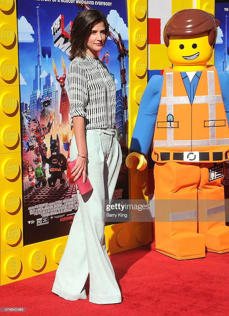 Actress <a gi-track='captionPersonalityLinkClicked' href=/galleries/search?phrase=Cobie+Smulders&family=editorial&specificpeople=739940 ng-click='$event.stopPropagation()'>Cobie Smulders</a> arrives at the Los Angeles premiere of 'The Lego Movie' held on February 1, 2014 at Regency Village Theatre in Westwood, California.