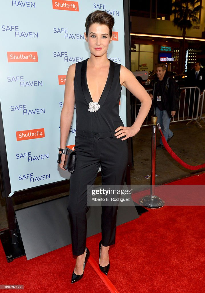 Actress Cobie Smulders arrives at the premiere of Relativity Media's 'Safe Haven' at TCL Chinese Theatre on February 5, 2013 in Hollywood, California.