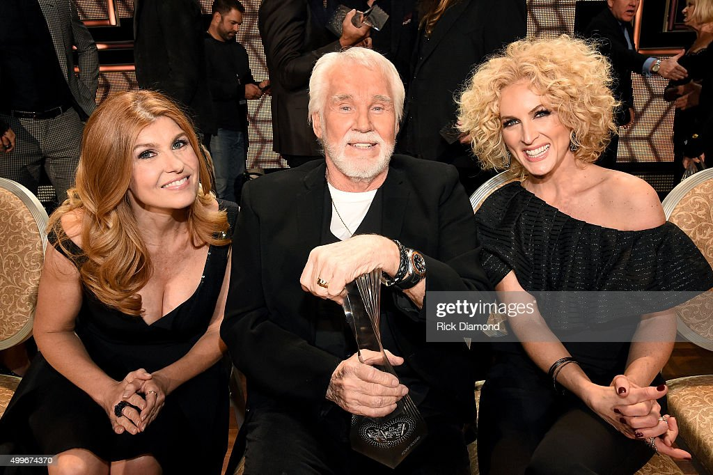 Actress <a gi-track='captionPersonalityLinkClicked' href=/galleries/search?phrase=Connie+Britton&family=editorial&specificpeople=234699 ng-click='$event.stopPropagation()'>Connie Britton</a>, singer-songwriter <a gi-track='captionPersonalityLinkClicked' href=/galleries/search?phrase=Kenny+Rogers+-+Singer&family=editorial&specificpeople=4246341 ng-click='$event.stopPropagation()'>Kenny Rogers</a>, and Kimberly Schlapman of Little Big Town attend the 2015 'CMT Artists of the Year' at Schermerhorn Symphony Center on December 2, 2015 in Nashville, Tennessee.