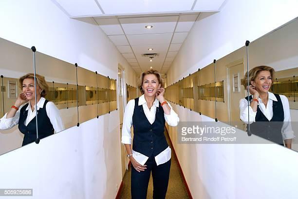Actress Corinne Touzet presents the Theater play 'Un nouveau depart' performed at Theatre des Varietes' during the 'Vivement Dimanche' French TV Show...