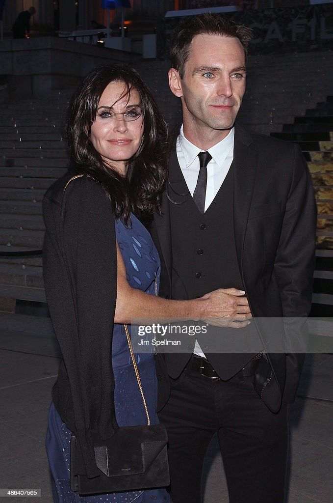 Actress <a gi-track='captionPersonalityLinkClicked' href=/galleries/search?phrase=Courteney+Cox&family=editorial&specificpeople=203101 ng-click='$event.stopPropagation()'>Courteney Cox</a> and Johnny McDaid attend the Vanity Fair Party during the 2014 Tribeca Film Festival at The State Supreme Courthouse on April 23, 2014 in New York City.