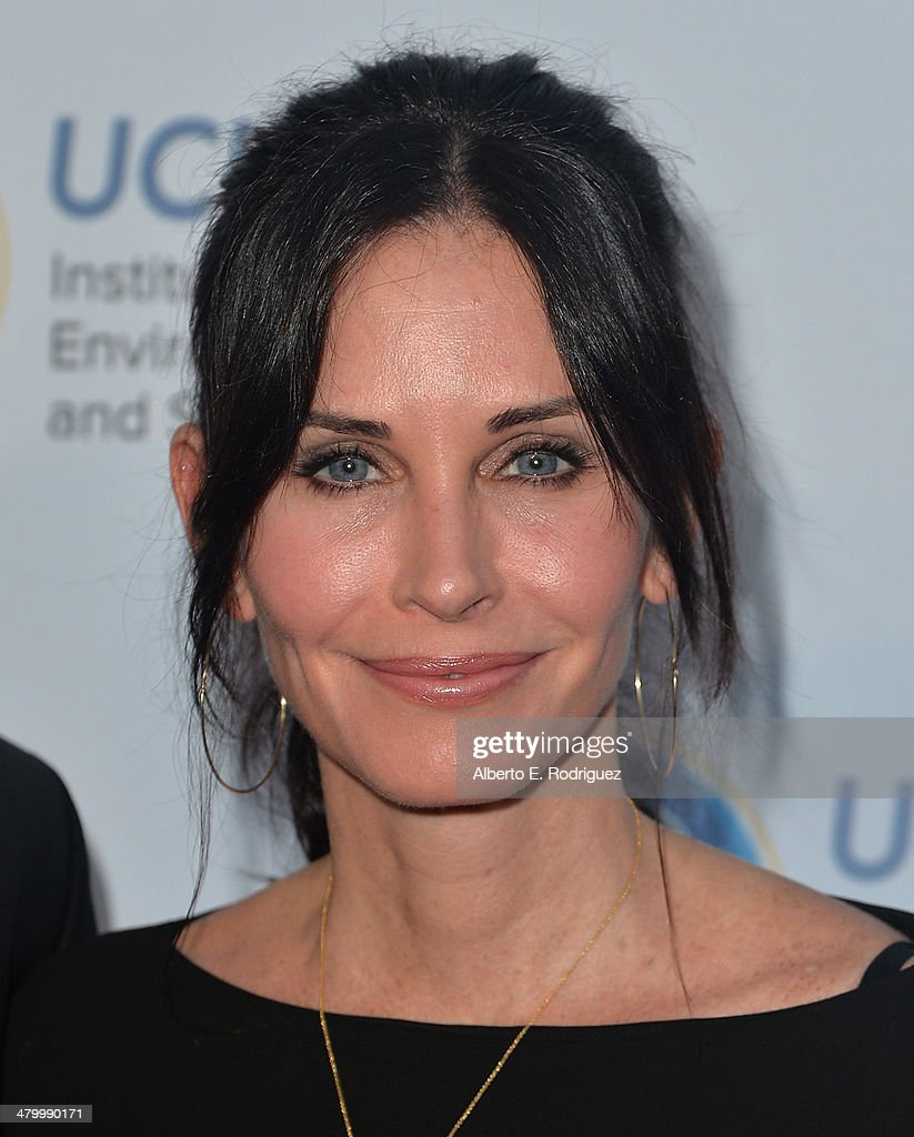 Actress <a gi-track='captionPersonalityLinkClicked' href=/galleries/search?phrase=Courteney+Cox&family=editorial&specificpeople=203101 ng-click='$event.stopPropagation()'>Courteney Cox</a> attends An Evening of Environmental Excellence presented by the UCLA Institute of the Environment and Sustainability on March 21, 2014 in Beverly Hills, California.