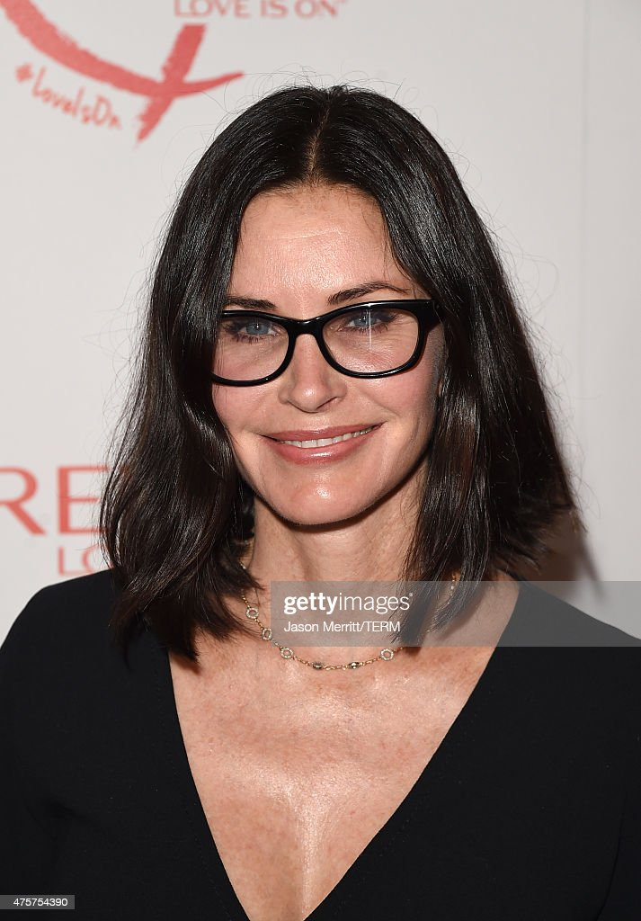 Actress <a gi-track='captionPersonalityLinkClicked' href=/galleries/search?phrase=Courteney+Cox&family=editorial&specificpeople=203101 ng-click='$event.stopPropagation()'>Courteney Cox</a> attends the Halle Berry lunch celebration for Women Cancer Research at Four Seasons Hotel Los Angeles at Beverly Hills on June 3, 2015 in Los Angeles, California.