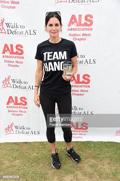 Actress Courteney Cox attends the Nanci Ryder's 'Team Nanci' At The 13th Annual LA County Walk To Defeat ALS at Exposition Park on October 18 2015 in...
