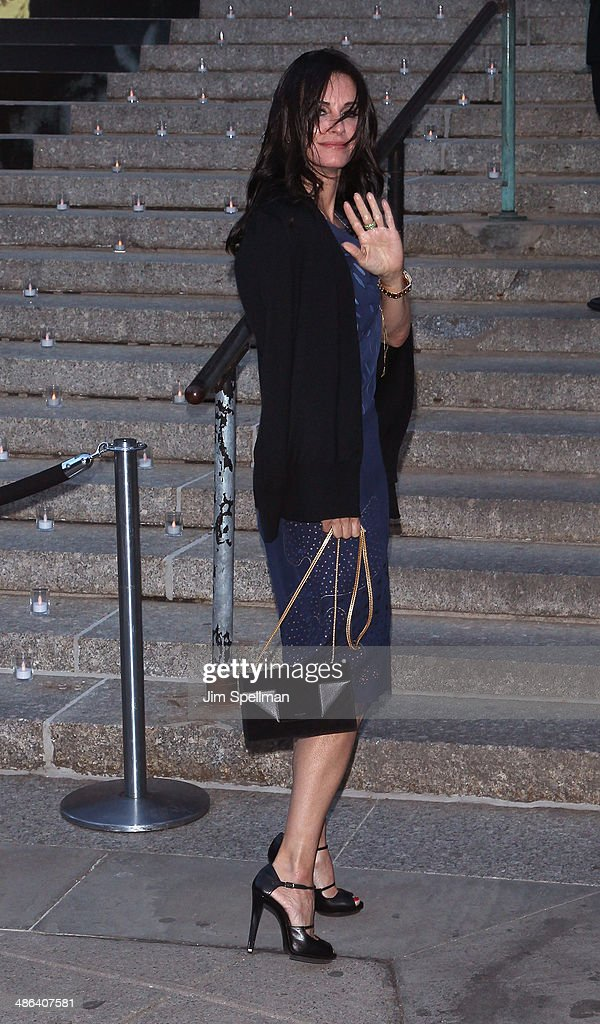 Actress <a gi-track='captionPersonalityLinkClicked' href=/galleries/search?phrase=Courteney+Cox&family=editorial&specificpeople=203101 ng-click='$event.stopPropagation()'>Courteney Cox</a> attends the Vanity Fair Party during the 2014 Tribeca Film Festival at The State Supreme Courthouse on April 23, 2014 in New York City.
