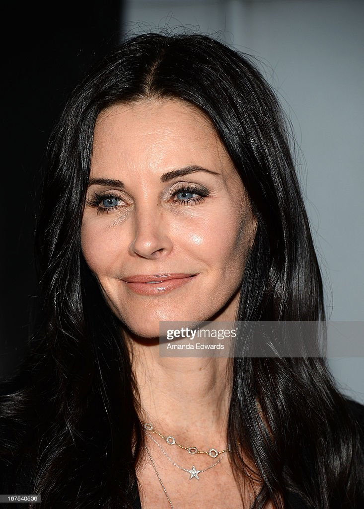 Actress Courtney Cox arrives at the Modernism opening night preview party benefiting P.S. Arts at The Barker Hanger on April 25, 2013 in Santa Monica, California.