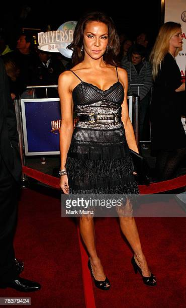 Actress Cyia Batten arrives at the Universal Pictures' premiere of 'Charlie Wilson's War' held at CityWalk Cinemas on December 10 2007 in Los Angeles...