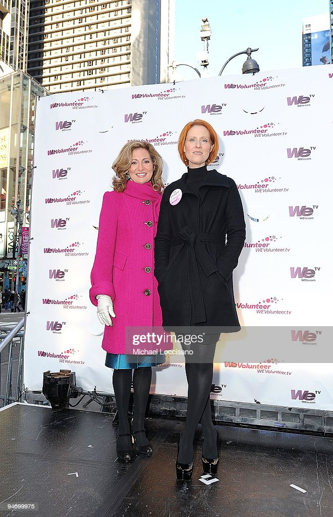 Actress <a gi-track='captionPersonalityLinkClicked' href=/galleries/search?phrase=Cynthia+Nixon&family=editorial&specificpeople=202583 ng-click='$event.stopPropagation()'>Cynthia Nixon</a> (R) and WE tv President and GM <a gi-track='captionPersonalityLinkClicked' href=/galleries/search?phrase=Kim+Martin&family=editorial&specificpeople=242970 ng-click='$event.stopPropagation()'>Kim Martin</a> help promote WE TV's pledge to volunteer 24 hours in 2010 at Military Island, Times Square on December 17, 2009 in New York City.