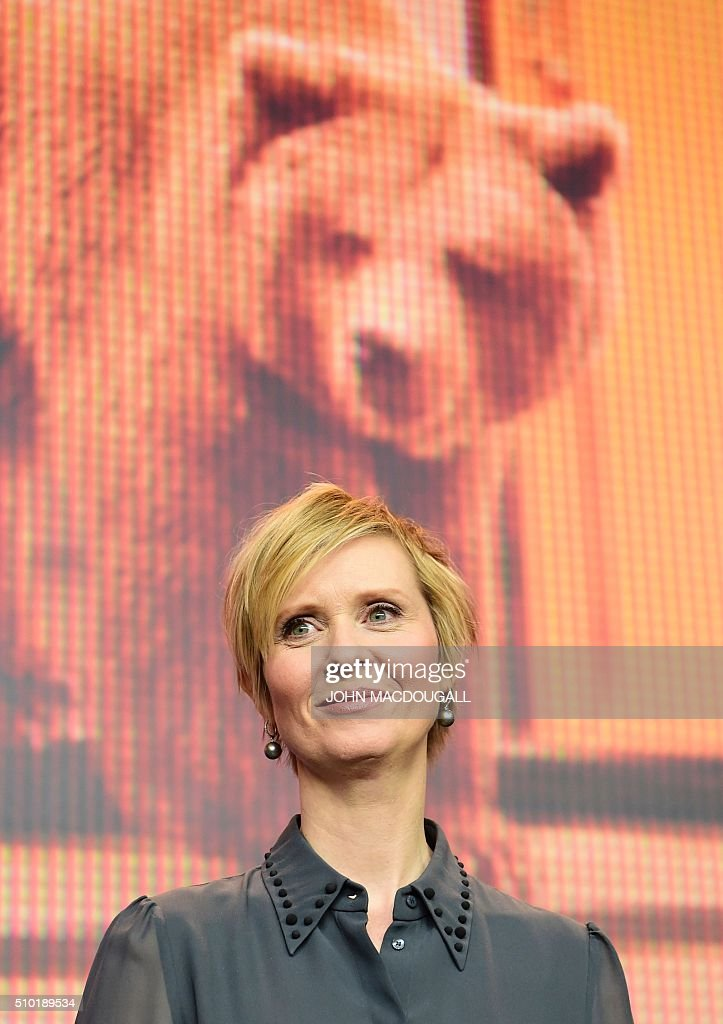 US actress Cynthia Nixon poses during a press conference for the film 'A Quiet Passion' during the 66th Berlinale Film Festival in Berlin on February 14, 2016. / AFP / John MACDOUGALL