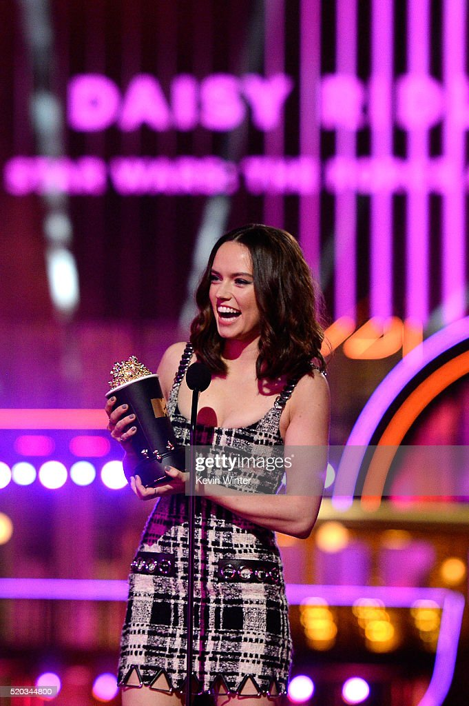 Actress Daisy Ridley accepts the Breakthrough Performance award for 'Star Wars The Force Awakens' onstage during the 2016 MTV Movie Awards at Warner...