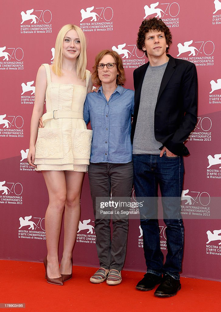 Actress <a gi-track='captionPersonalityLinkClicked' href=/galleries/search?phrase=Dakota+Fanning&family=editorial&specificpeople=203236 ng-click='$event.stopPropagation()'>Dakota Fanning</a>, director <a gi-track='captionPersonalityLinkClicked' href=/galleries/search?phrase=Kelly+Reichardt&family=editorial&specificpeople=3978109 ng-click='$event.stopPropagation()'>Kelly Reichardt</a> and actor<a gi-track='captionPersonalityLinkClicked' href=/galleries/search?phrase=Jesse+Eisenberg&family=editorial&specificpeople=625439 ng-click='$event.stopPropagation()'>Jesse Eisenberg</a> attend the 'Night Moves' Photocall during the 70th Venice International Film Festival at the Palazzo del Casino on August 31, 2013 in Venice, Italy.