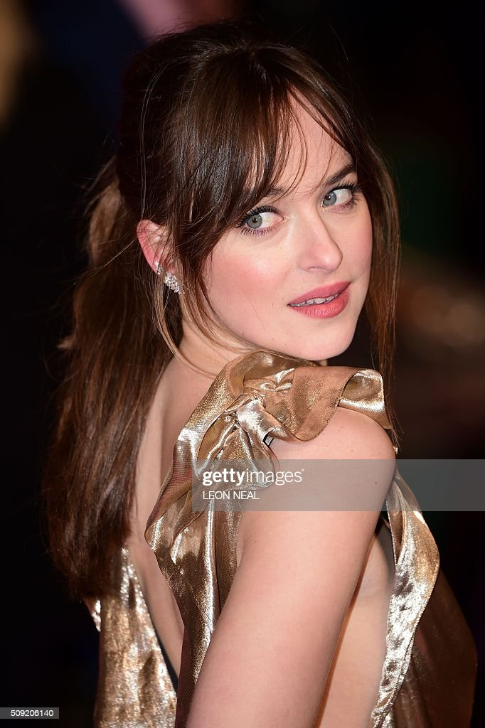US actress Dakota Johnson poses the red carpet during arrivals for the European premiere of How To Be Single in London on February 9, 2016. / AFP / LEON NEAL