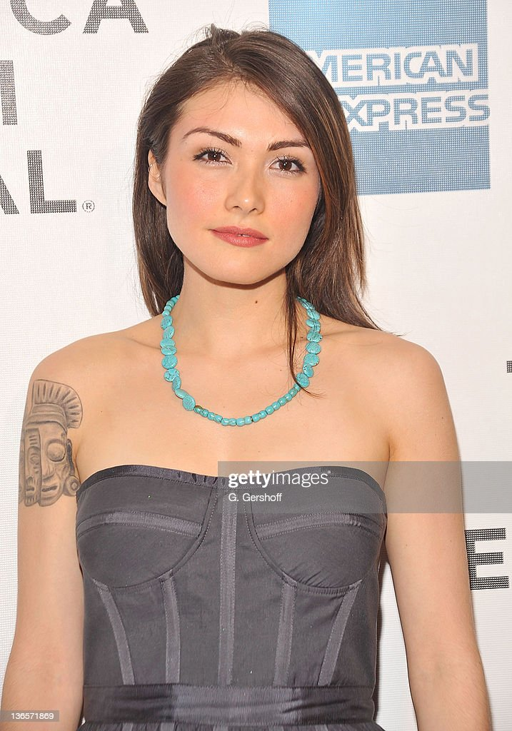 Daniella pineda dating