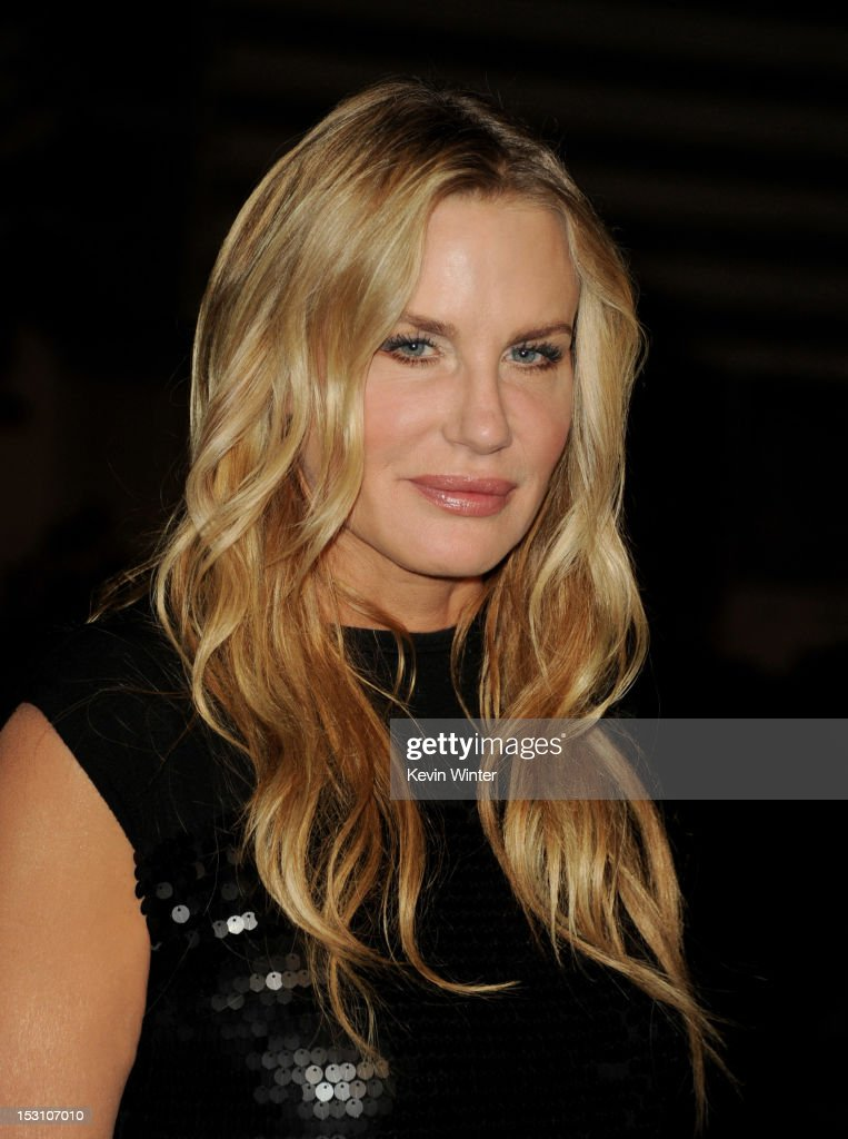 Actress <a gi-track='captionPersonalityLinkClicked' href=/galleries/search?phrase=Daryl+Hannah&family=editorial&specificpeople=201860 ng-click='$event.stopPropagation()'>Daryl Hannah</a> arrives at the 2012 Environmental Media Awards at Warner Brothers Studios on September 29, 2012 in Burbank, California.