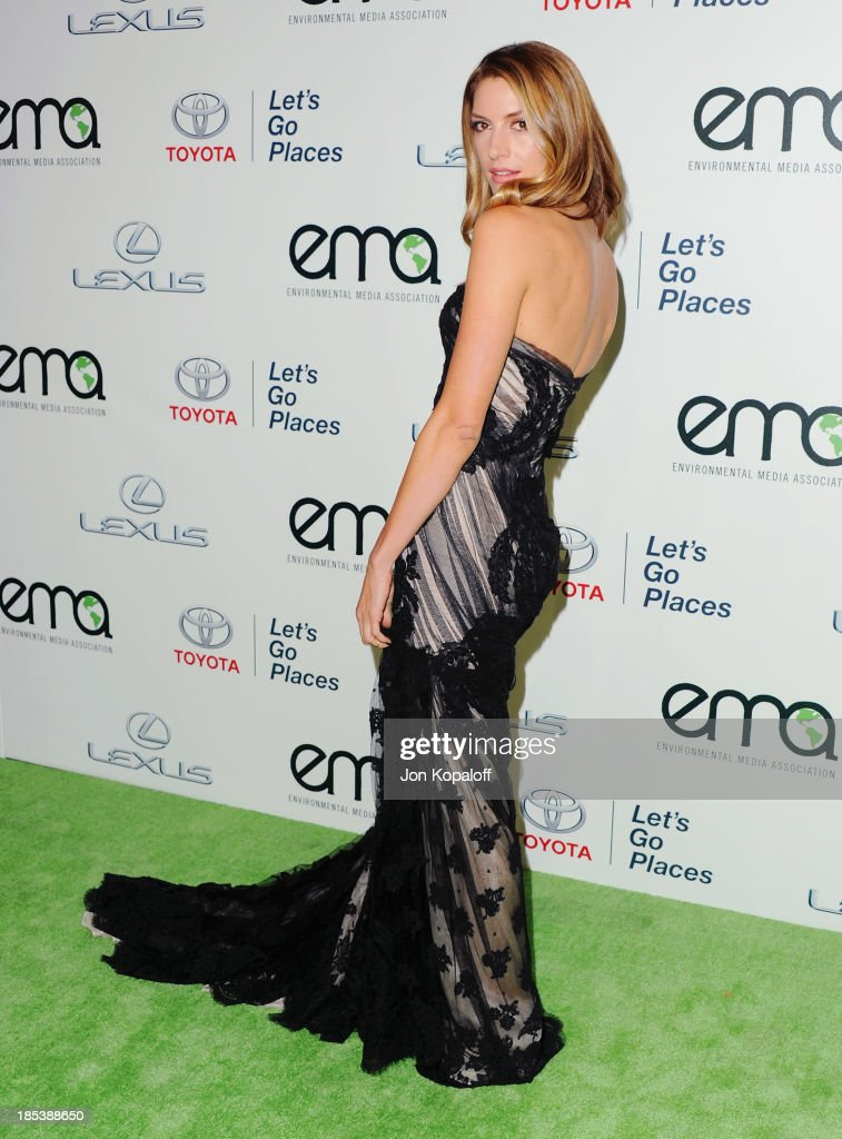 Actress <a gi-track='captionPersonalityLinkClicked' href=/galleries/search?phrase=Dawn+Olivieri&family=editorial&specificpeople=2516888 ng-click='$event.stopPropagation()'>Dawn Olivieri</a> arrives at the 2013 Environmental Media Awards at Warner Bros. Studios on October 19, 2013 in Burbank, California.