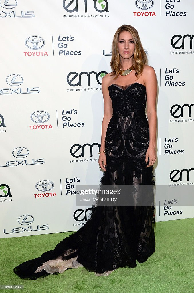 Actress <a gi-track='captionPersonalityLinkClicked' href=/galleries/search?phrase=Dawn+Olivieri&family=editorial&specificpeople=2516888 ng-click='$event.stopPropagation()'>Dawn Olivieri</a> arrives at the 23rd Annual Environmental Media Awards presented by Toyota and Lexus at Warner Bros. Studios on October 19, 2013 in Burbank, California.