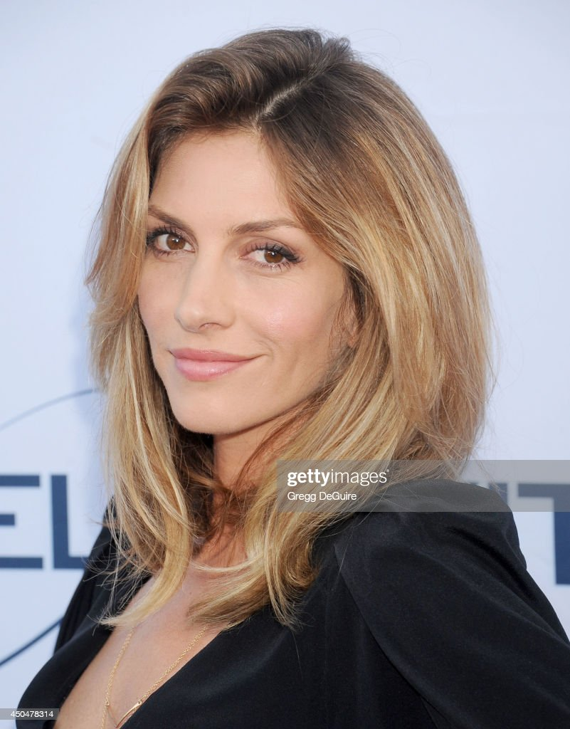 Actress <a gi-track='captionPersonalityLinkClicked' href=/galleries/search?phrase=Dawn+Olivieri&family=editorial&specificpeople=2516888 ng-click='$event.stopPropagation()'>Dawn Olivieri</a> arrives at the Pathway To The Cures For Breast Cancer event at Barkar Hangar on June 11, 2014 in Santa Monica, California.