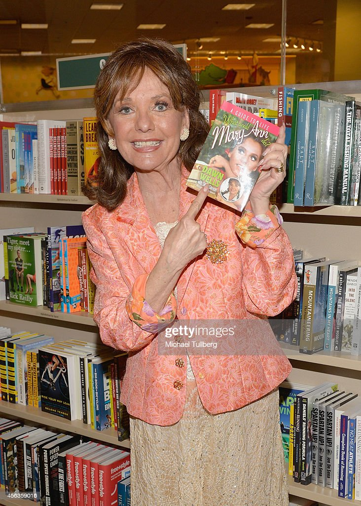 """Dawn Wells Book Signing For """"What Would Mary Ann Do?"""""""
