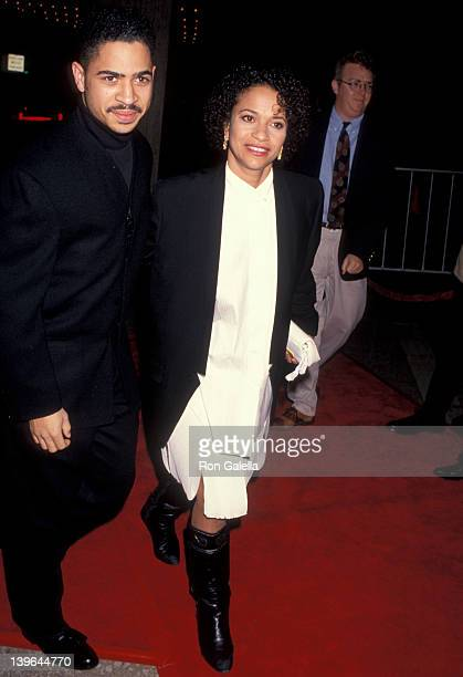 Actress Debbie Allen and Daryl Bell attending the premiere of 'Mississippi Masala' on February 11 1992 at the Cineplex Odeon Cinema in Century City...
