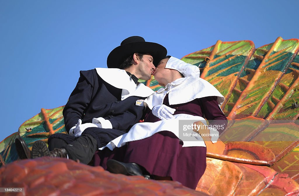Actress <a gi-track='captionPersonalityLinkClicked' href=/galleries/search?phrase=Debi+Mazar&family=editorial&specificpeople=212937 ng-click='$event.stopPropagation()'>Debi Mazar</a> (R) and husband <a gi-track='captionPersonalityLinkClicked' href=/galleries/search?phrase=Gabriele+Corcos&family=editorial&specificpeople=599315 ng-click='$event.stopPropagation()'>Gabriele Corcos</a> sit atop a turkey float during the 85th Annual Macy's Thanksgiving Day Parade on November 24, 2011 in New York City.