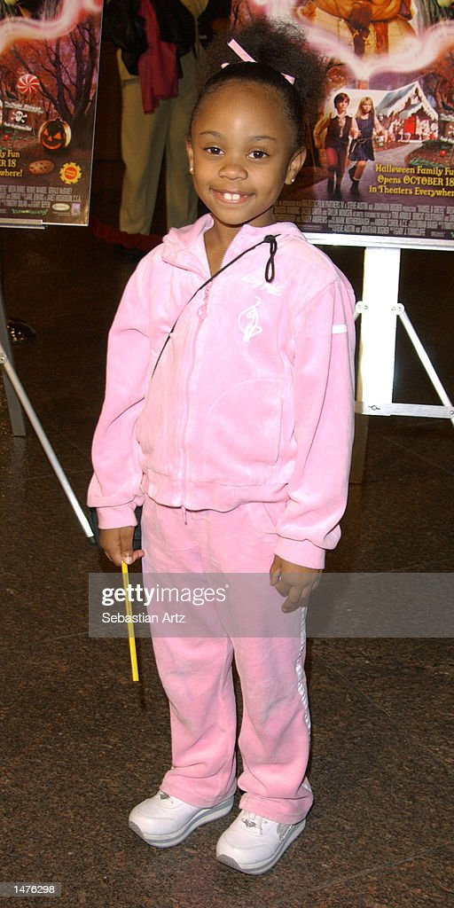 Actress Dee Dee Davis arrives at the premiere of the movie 'Hansel & Gretel' on October 14, 2002 in Los Angeles, California.