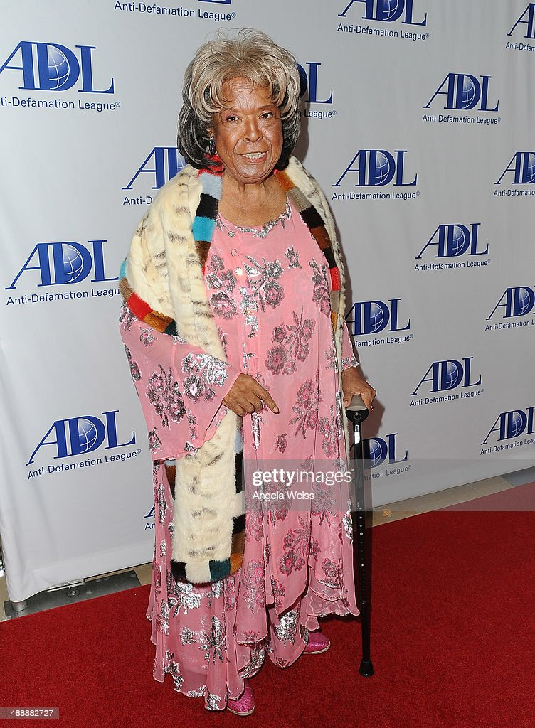 Actress <a gi-track='captionPersonalityLinkClicked' href=/galleries/search?phrase=Della+Reese&family=editorial&specificpeople=585514 ng-click='$event.stopPropagation()'>Della Reese</a> arrives at the Anti-Defamation League entertainment industry dinner honoring Roma Downey and Mark Burnett at The Beverly Hilton Hotel on May 8, 2014 in Beverly Hills, California.