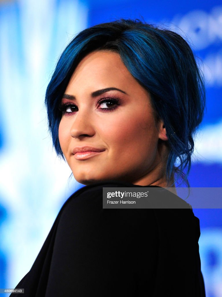 Actress <a gi-track='captionPersonalityLinkClicked' href=/galleries/search?phrase=Demi+Lovato&family=editorial&specificpeople=4897002 ng-click='$event.stopPropagation()'>Demi Lovato</a> attends the premiere of Walt Disney Animation Studios' 'Frozen'at the El Capitan Theatre on November 19, 2013 in Hollywood, California.
