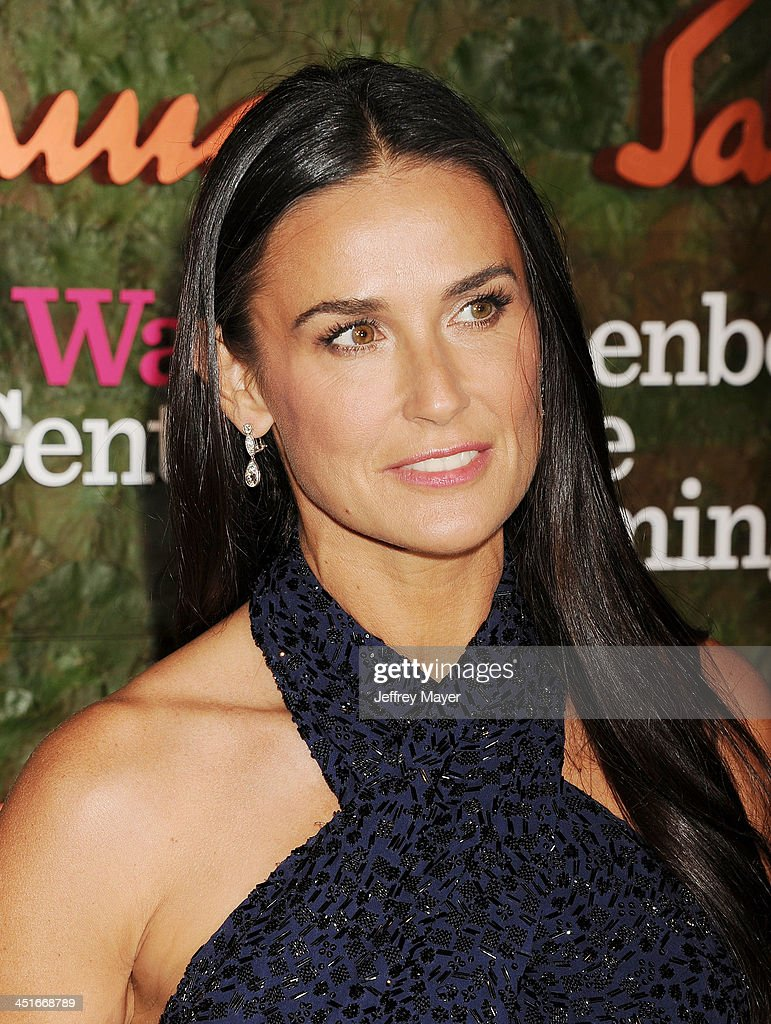 Actress <a gi-track='captionPersonalityLinkClicked' href=/galleries/search?phrase=Demi+Moore&family=editorial&specificpeople=202121 ng-click='$event.stopPropagation()'>Demi Moore</a> arrives at the Wallis Annenberg Center For The Performing Arts Inaugural Gala at Wallis Annenberg Center for the Performing Arts on October 17, 2013 in Beverly Hills, California.