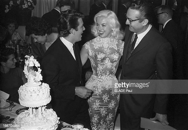 Actress Diana Dors Marries Actor Richard C Dawson Le 12 avril 1959 lors de la réception de leur mariage l'actrice anglaise Diana DORS et son mari...