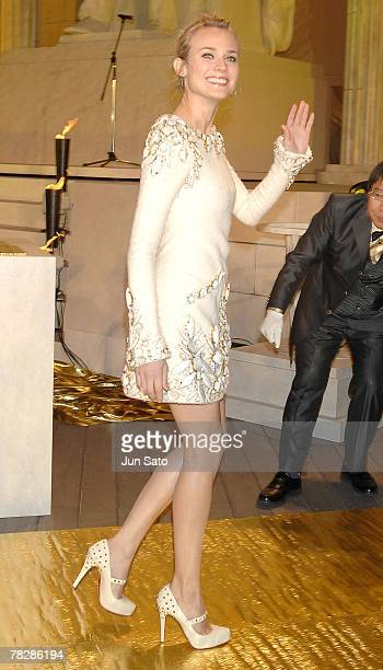 Actress Diane Kruger poses on the gold carpet of 'National Treasure' Japan Premiere at Roppongi Hills on December 6 2007 in Tokyo Japan