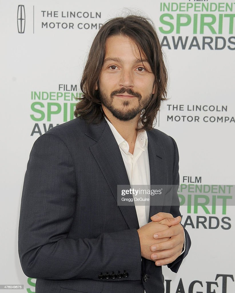 Actress <a gi-track='captionPersonalityLinkClicked' href=/galleries/search?phrase=Diego+Luna&family=editorial&specificpeople=213511 ng-click='$event.stopPropagation()'>Diego Luna</a> arrives at the 2014 Film Independent Spirit Awards on March 1, 2014 in Santa Monica, California.
