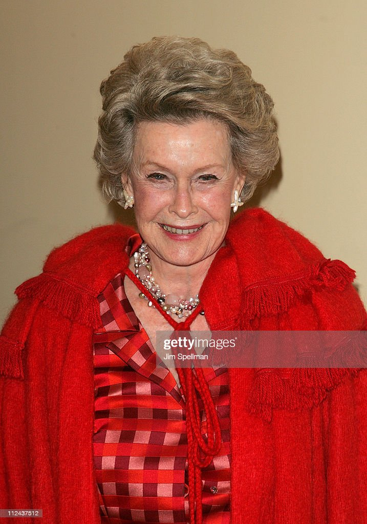 Actress <a gi-track='captionPersonalityLinkClicked' href=/galleries/search?phrase=Dina+Merrill&family=editorial&specificpeople=215077 ng-click='$event.stopPropagation()'>Dina Merrill</a> arrives at the 4th Annual Stella by Starlight Gala Benefit Honoring <a gi-track='captionPersonalityLinkClicked' href=/galleries/search?phrase=Martin+Sheen&family=editorial&specificpeople=203224 ng-click='$event.stopPropagation()'>Martin Sheen</a> at Chipriani 23rd st on March 17, 2008 in New York City.