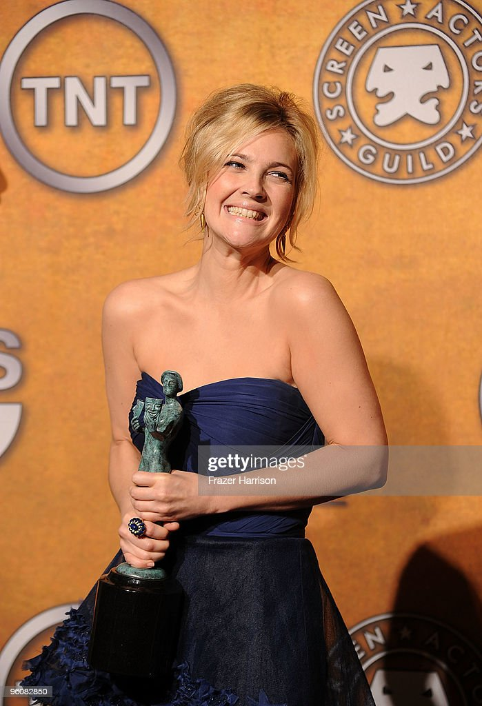 Actress Drew Barremore poses with the Female Actor In A Television Movie Or Miniseries award for 'Grey Gardens' in the press room at the 16th Annual Screen Actors Guild Awards held at the Shrine Auditorium on January 23, 2010 in Los Angeles, California.