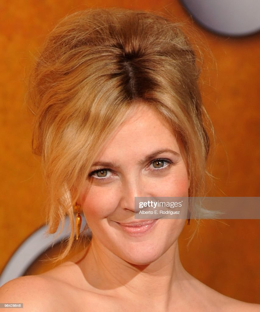 Actress <a gi-track='captionPersonalityLinkClicked' href=/galleries/search?phrase=Drew+Barrymore&family=editorial&specificpeople=201623 ng-click='$event.stopPropagation()'>Drew Barrymore</a> poses in the press room at the 16th Annual Screen Actors Guild Awards held at the Shrine Auditorium on January 23, 2010 in Los Angeles, California.