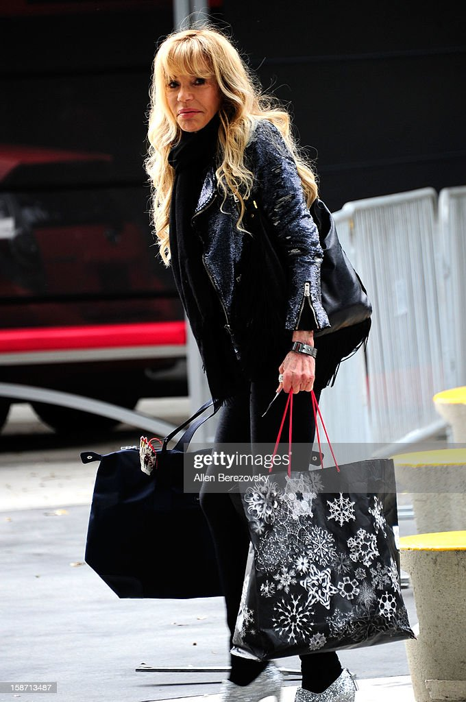 Actress Dyan Cannon arrives at the LA Lakers game against the New York Knicks at the Staples Center on December 25, 2012 in Los Angeles, California.