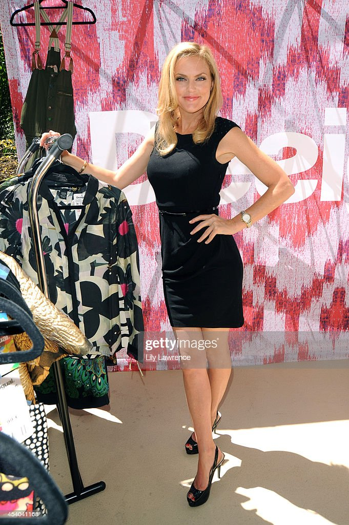 Actress Elaine Hendrix attends the HBO Luxury Lounge featuring PANDORA at Four Seasons Hotel Los Angeles at Beverly Hills on August 23, 2014 in Beverly Hills, California.