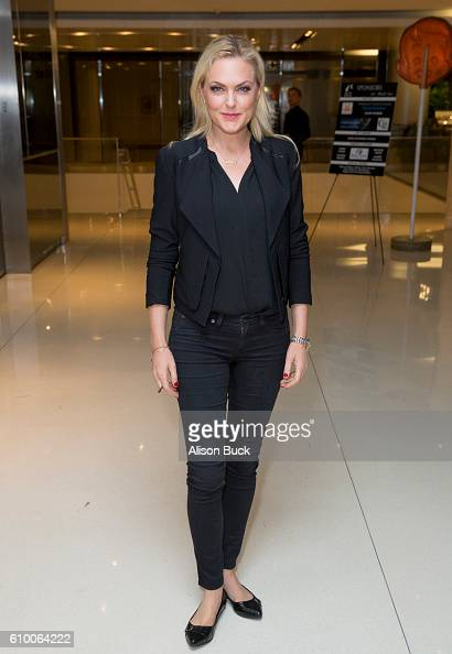 Actress Elaine Hendrix attends the Stray Cat Alliance Presents Benefit Performance Of Celebrity Autobiography at CAA on September 23 2016 in Los...