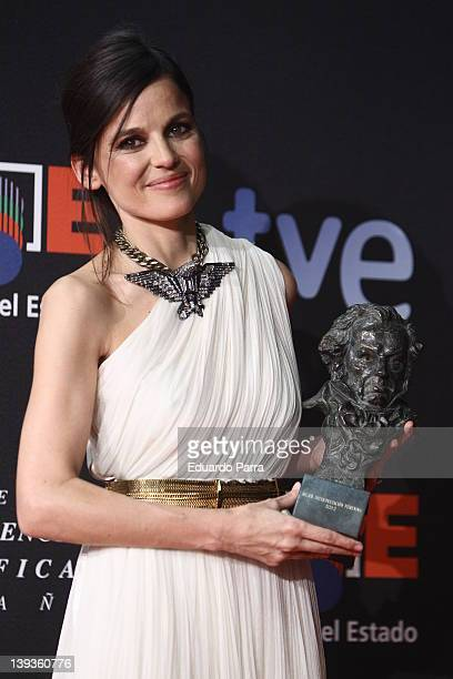 Actress Elena Anaya holds her award for Best Actress for her role in the film 'La piel que habito' during the 2012 edition of the 'Goya Cinema...