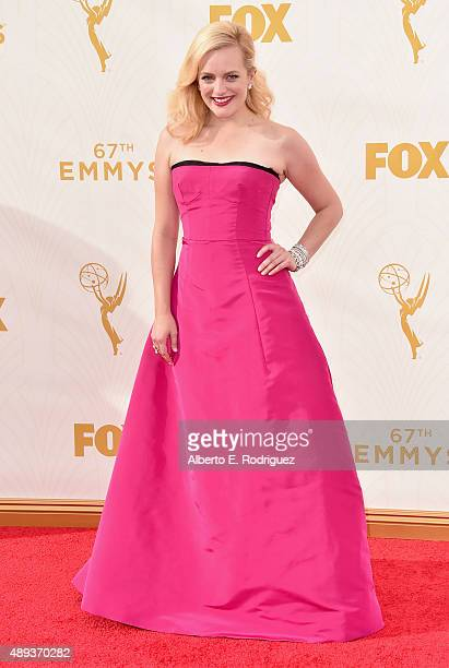 Actress Elisabeth Moss attends the 67th Emmy Awards at Microsoft Theater on September 20 2015 in Los Angeles California 25720_001