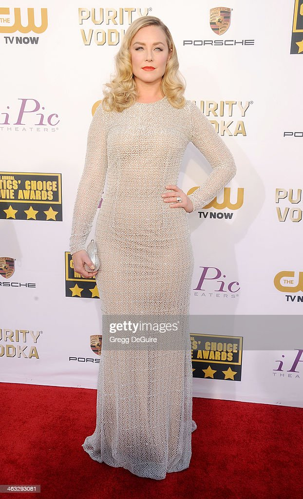 Actress <a gi-track='captionPersonalityLinkClicked' href=/galleries/search?phrase=Elisabeth+Rohm&family=editorial&specificpeople=203139 ng-click='$event.stopPropagation()'>Elisabeth Rohm</a> arrives at the 19th Annual Critics' Choice Movie Awards at Barker Hangar on January 16, 2014 in Santa Monica, California.